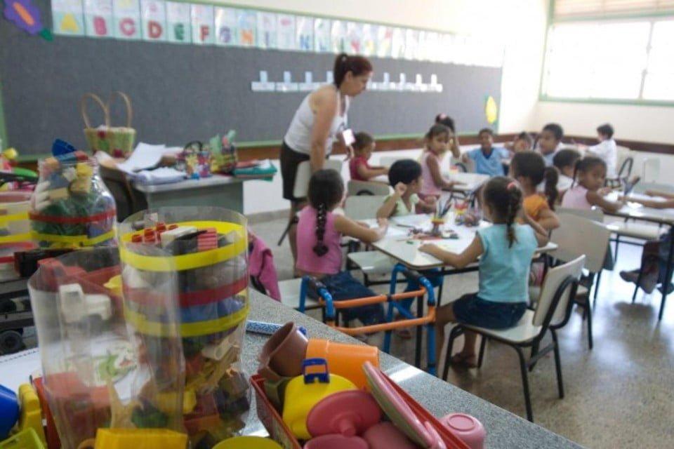 escola estudantes crianças
