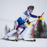 mulher esquiando