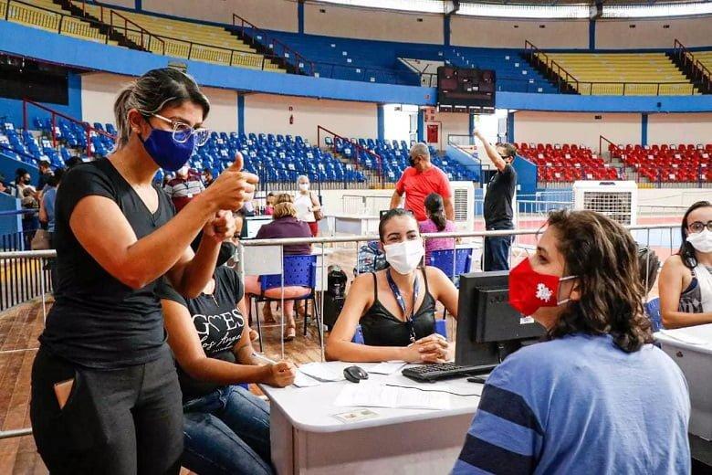 Deficiente auditiva, Graziela contou com ajuda da intérprete de libras Manuela Cáceres.