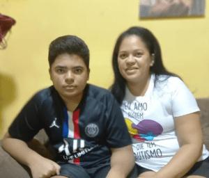 Francisco Miguel tem sido acompanhado em seus estudos remotos pela mãe, Andrea.