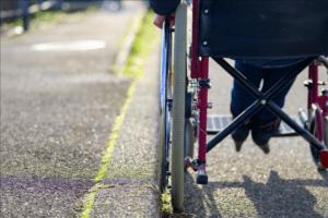 Gestora de trânsito de Campinas indenizará pessoa com deficiência por queda de cadeira de rodas
