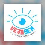 Logo do Podcast, um Olho aberto desenhado em azul, com as pavalras abaixo: Veja em vermelho e bem em azul