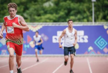 Jovens participantes disputam prova de atletismo durante as Paralimpíadas Escolares 2018 no CT Paralímpico