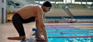 Ibrahim Al Hussein é membro da Equipe Paralímpica de Refugiados. Nascido na Síria, perdeu a perna em um país dilacerado pela guerra, fugiu para a Grécia pela Turquia
