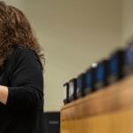 Intérprete de linguagem de sinais durante evento das Nações Unidas