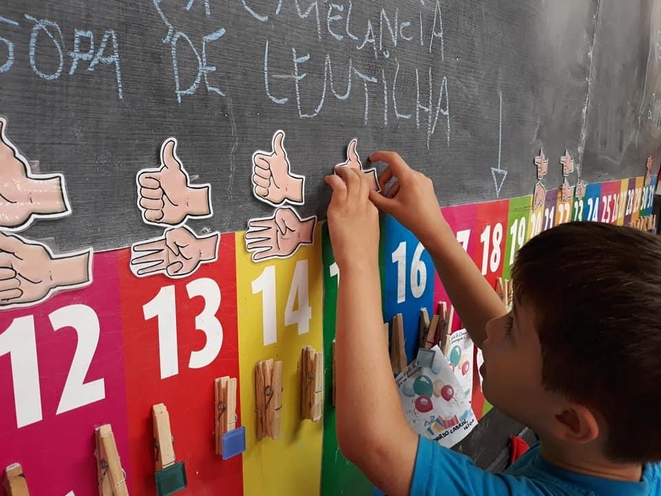 Interpares, de Curitiba, incluiu o ensino de Libras na sua grade curricular regular
