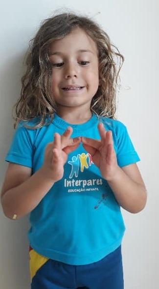 Escola de Curitiba ensina libras desde o berçário